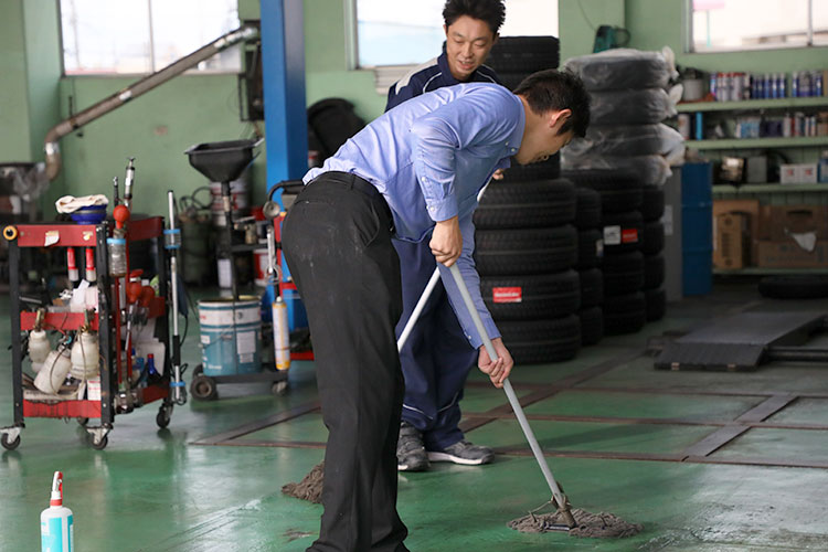 始業前活動 工場清掃