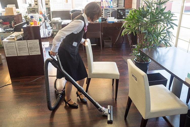 始業前活動 掃除機